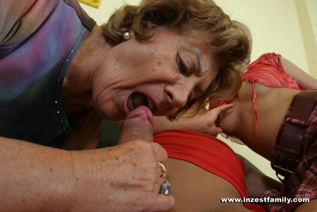 Alte Blondine hat ihren Enkel gefickt